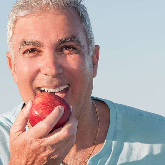 Eat an Apple For Good Oral Health